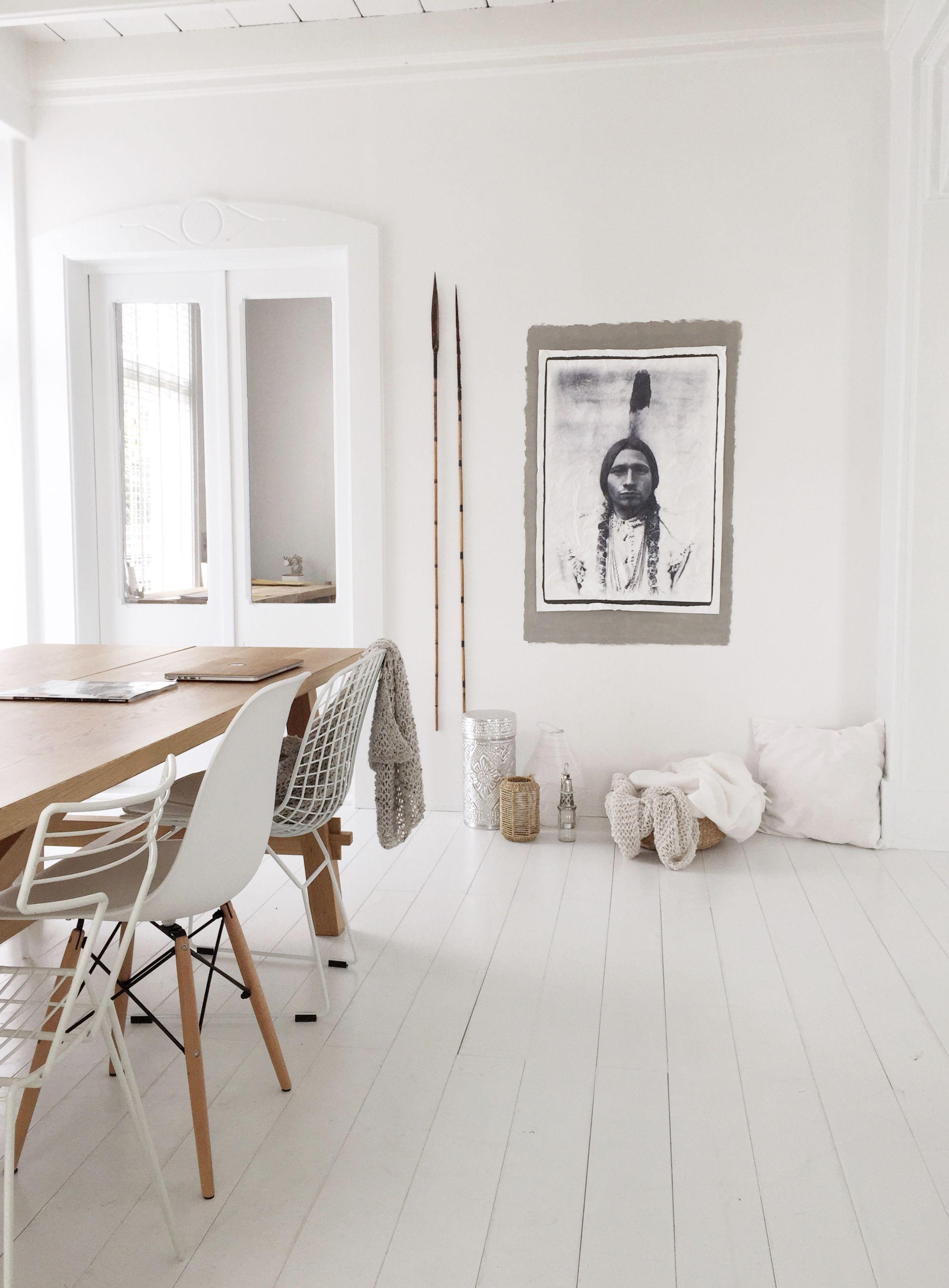 Een mooie afbeelding van een stubly indiaan op old canvas. Leuk om cadeau te geven of op te hangen in je eigen huis. Het is mogelijk om het doek met vier, twee of zonder ringen te bestellen. Graag even aangeven bij notitie waar de voorkeur naar uit gaat.