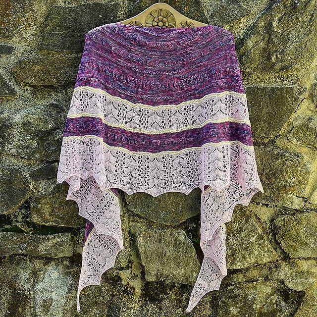 Fliedermond Shawl pattern by Valentina Bogdanova | Pinterest ...