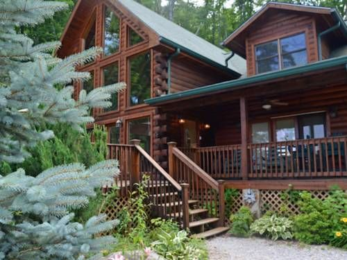 Eagle's Nest Hideaway Bryson City (NorthCarolina) Eagle's Nest Hideaway is a holiday home situated in Talc Mountain, 47 km from Gatlinburg. Guests benefit from patio.  The unit is fitted with a kitchen. Towels and bed linen are available in this holiday home.