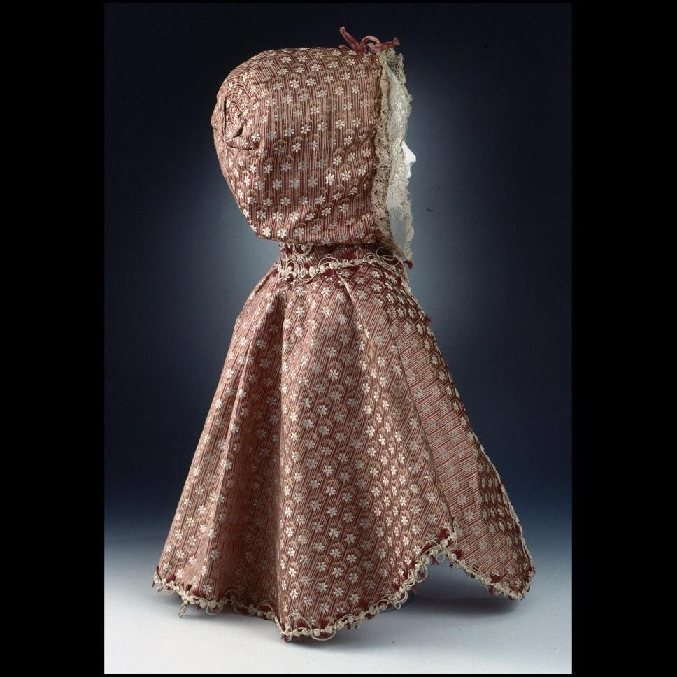 DS1994-0394 Child's Hooded Cloak | silk 17780-1800