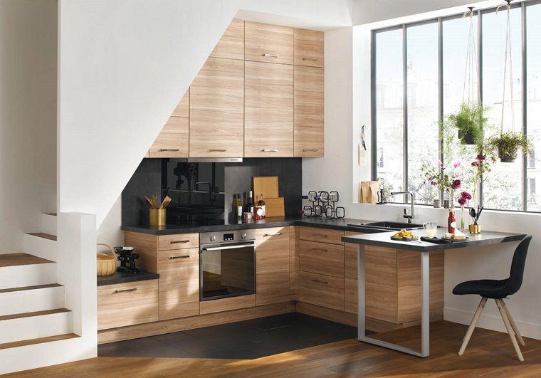 Cucine moderne piccole con piano di lavoro di colore nero e ...
