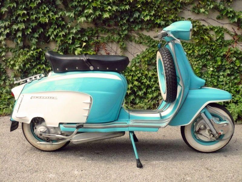 vintage italian scooter - 736×552