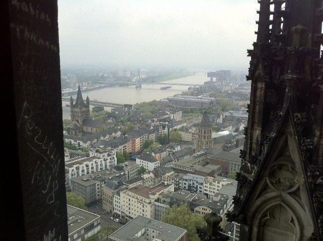 Merece la pena ver las vistas de Colonia desde lo mas alto de su catedral #turismoeuropeo