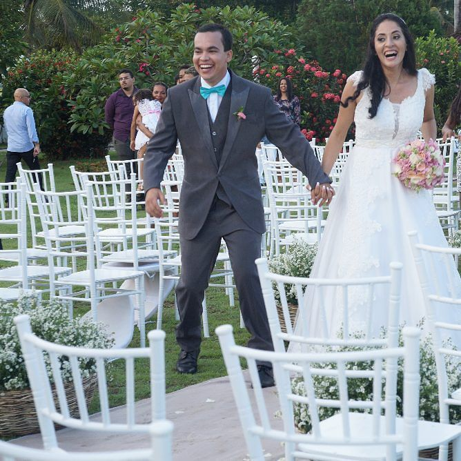 ... amor no coração e sorriso nos lábios!  SuhDih. #lopesdecor #wedding #weddingdress #weddings #weddinglook #weddingday #bridal #amazing #photoftheday #photographer #boatardee #tagsforlikes #bride #casandoemmaceio #noivas by lopes_sillvio