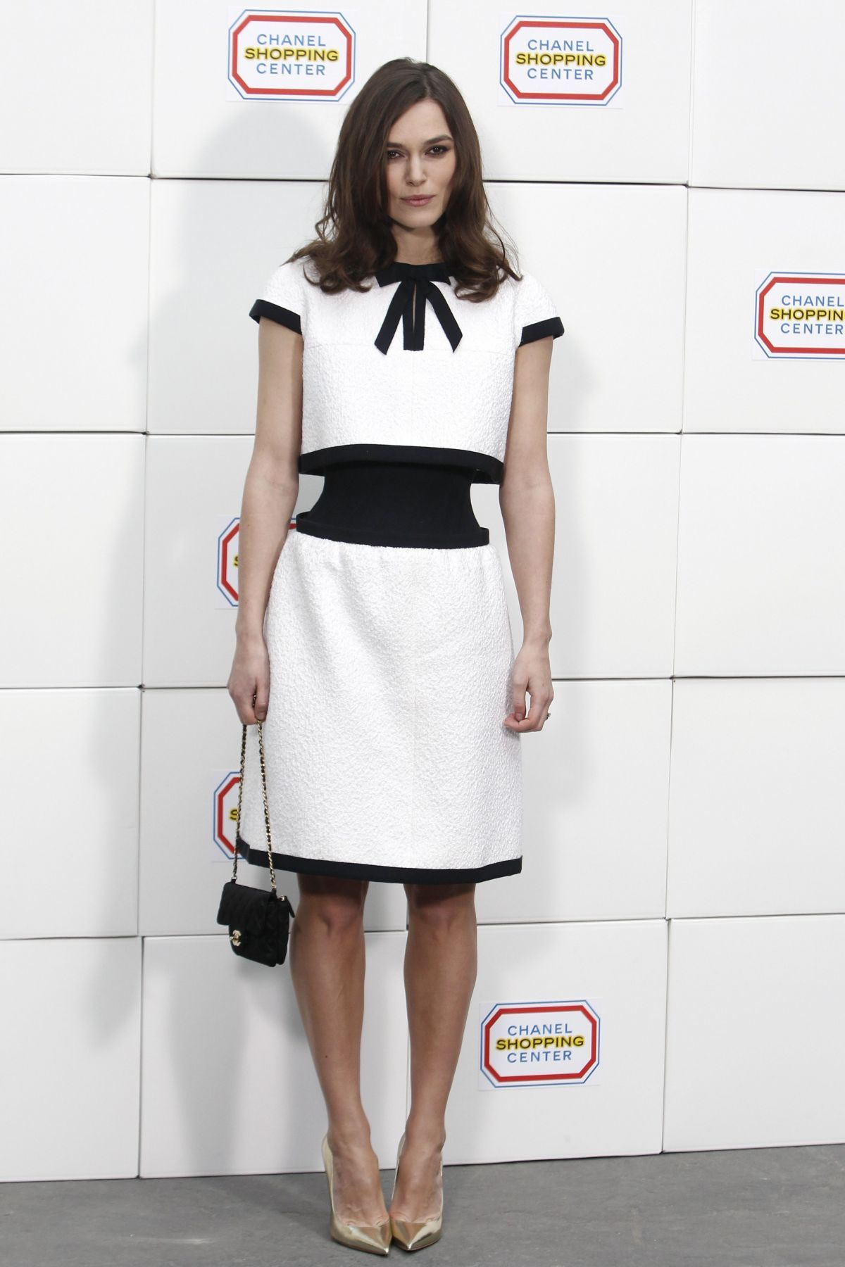 Keira Knightley at Chanel FW14-15 How to underline waist if you have a perfect shape And i like idea to wear gold shoes with black&white outfit
