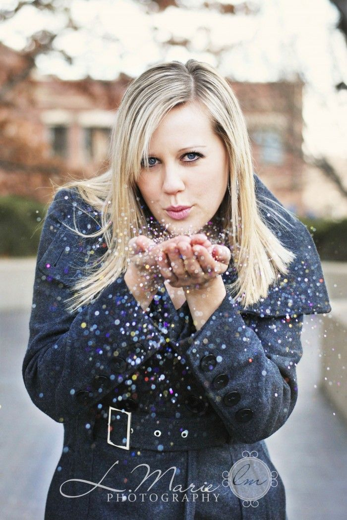 Glitter senior picture ideas for girls. Glitter senior pictures. #glitterseniorpictures #glitterseniorpictureideas #seniorpictureideasforgirls