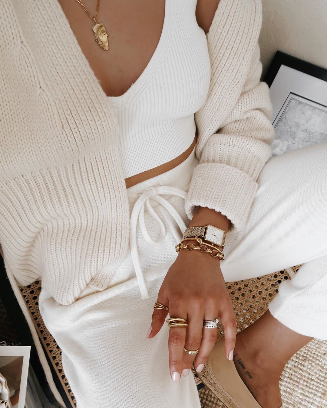 """London Blogger◾️Justine on Instagram: """"Proper gold jewellery addict 🙊 . . . . .  #outfitdiaries #styletips #stylegram #fashionpost #todaysoutfit #ootdshare #mylook #wearthisnext…"""""""
