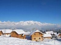 UNTERKUNFT SCHLADMING Almdorf Reiteralm & Almhotel in Schladming günstig buchen / Österreich www.winterreisen.de Das urige 4-Sterne-Almdorf Reiteralm mit dem Almhotel Edelweiß befindet sich in idyllischer Lage auf etwa 1.200 m inmitten des Skigebiets Reiteralm und ca. 5 km vom Ortszentrum von Pichl entfernt. D