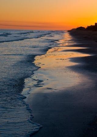 Deus!! praia eh bom demais..como pode ser tao maravilhoso?! em breve estarei molhando minha vontade.
