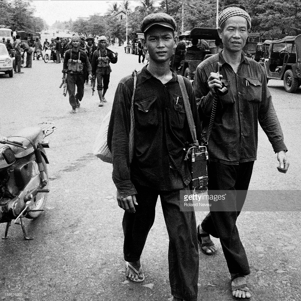 a description of the khmer rouge a name given to the cambodian communists The khmer rouge then joined their former enemies along the thai–cambodian border to organise a resistance the remnants of the three regimes fought for their own survival and tried to lobby for international support against the vietnamese occupiers and the new communist 'puppet government.