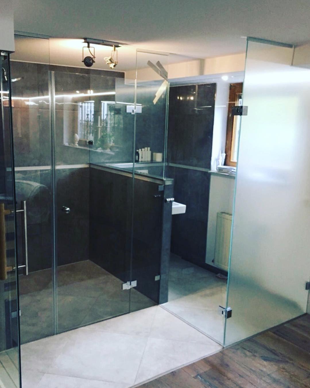 Ein größeres projekt mit deckenhohen gläsern wc trennwand ...