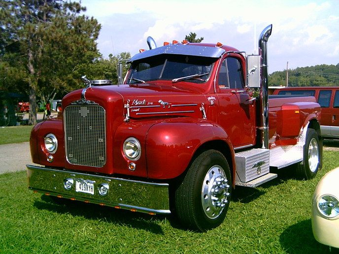 where can i find free pictures of antique or classic semi trucks google search these old. Black Bedroom Furniture Sets. Home Design Ideas