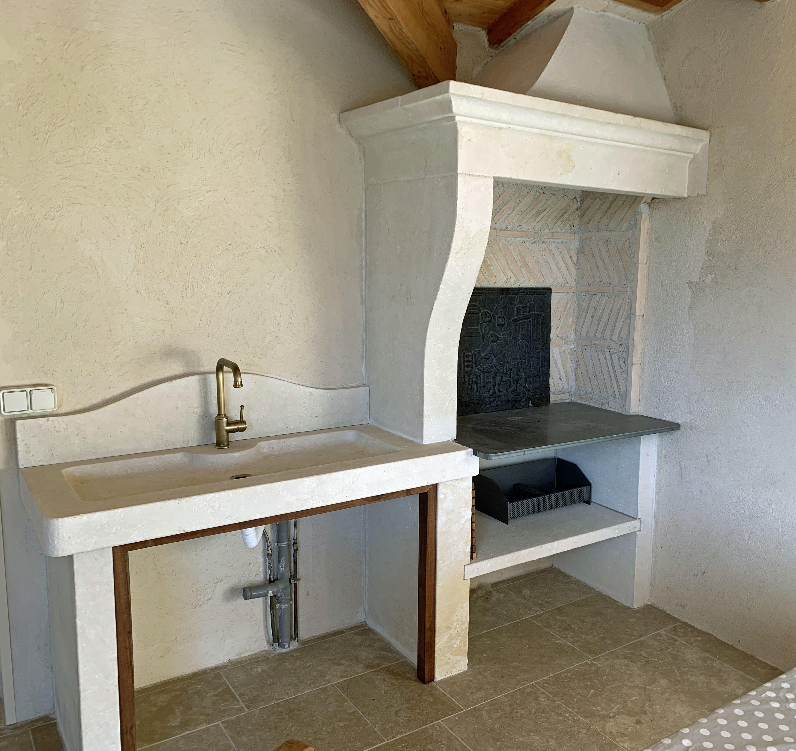 Cuisine Exterieure En Pierre cette large cuisine d'été en pierre a été confectionnée