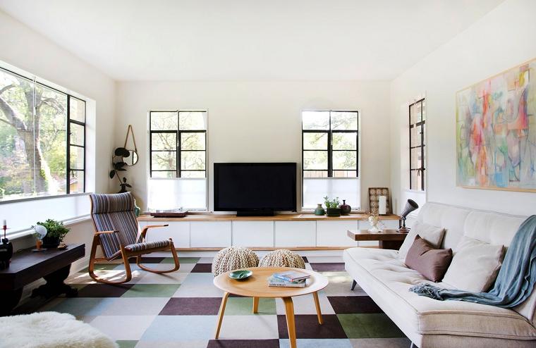 Idee arredo casa e un soggiorno con un divano e tavolino rotondo