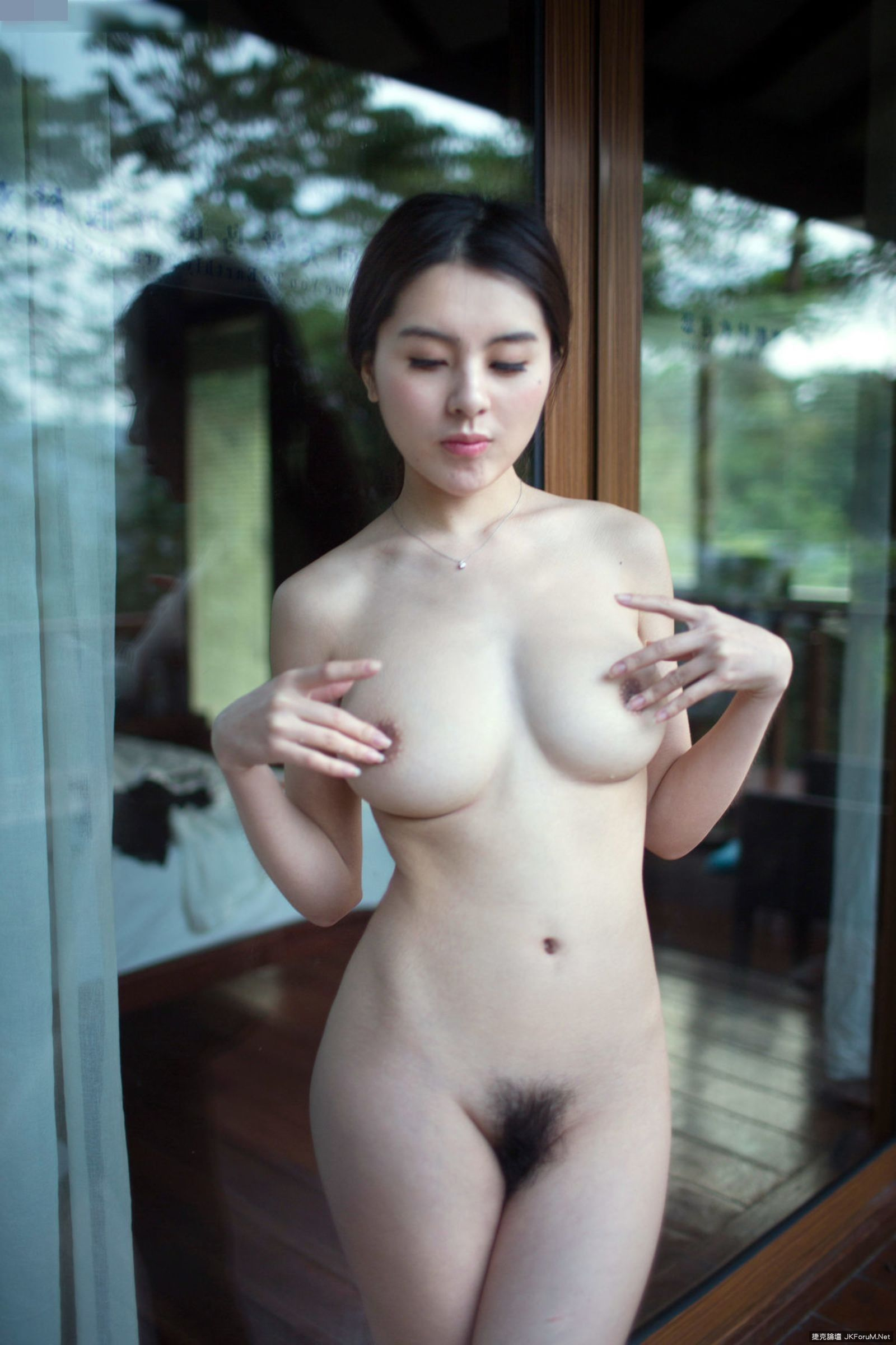 queen-nude-chinese-strippers-showing-their-vaginas