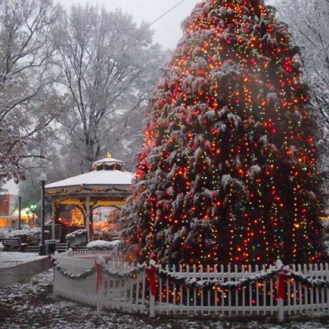 Collierville Town Square At Christmas. MemphisPhotography IdeasChristmas  LightsHappy HolidaysWeddingPlacesScoutingTennessee