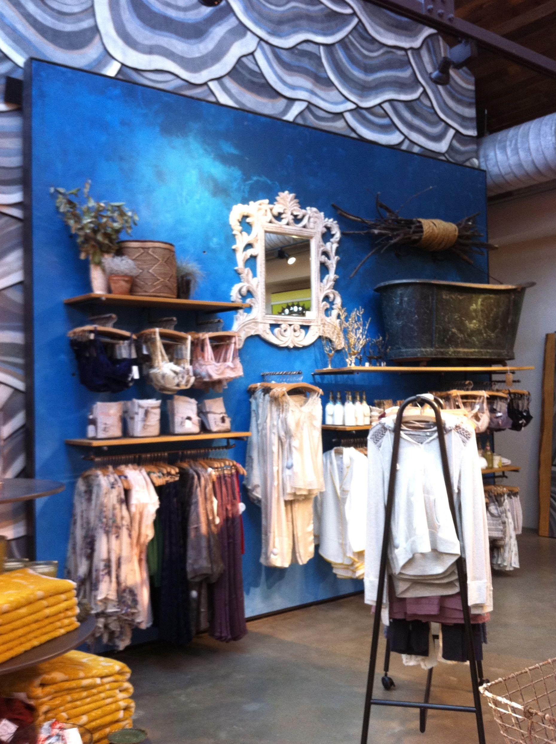anthropologie store interior visual merchandising interiors clothing store displays store. Black Bedroom Furniture Sets. Home Design Ideas