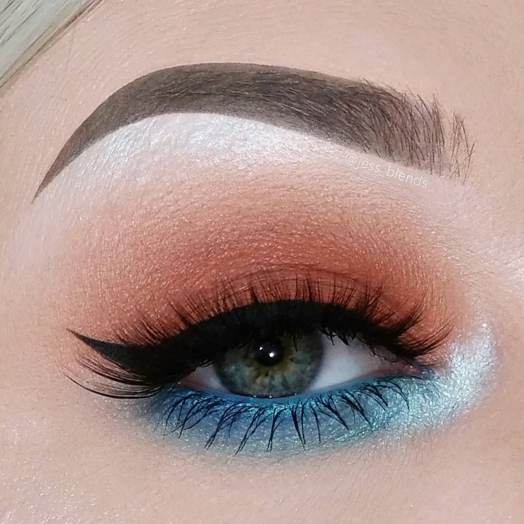 """16 Color Eyeshadow Palette in """"Playful"""" Blue"""