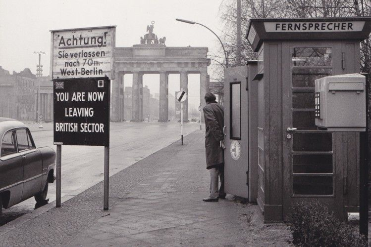 Berlin 1950er Jahre Sektorengrenze Des Britischen Sektors Am Brandenburger Tor Berlin Geschichte Berliner Mauer Berlin