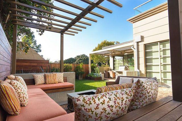Wohnideen Magazin beton gartenbank deko kissen sonnenschutz kleingarten gestalten