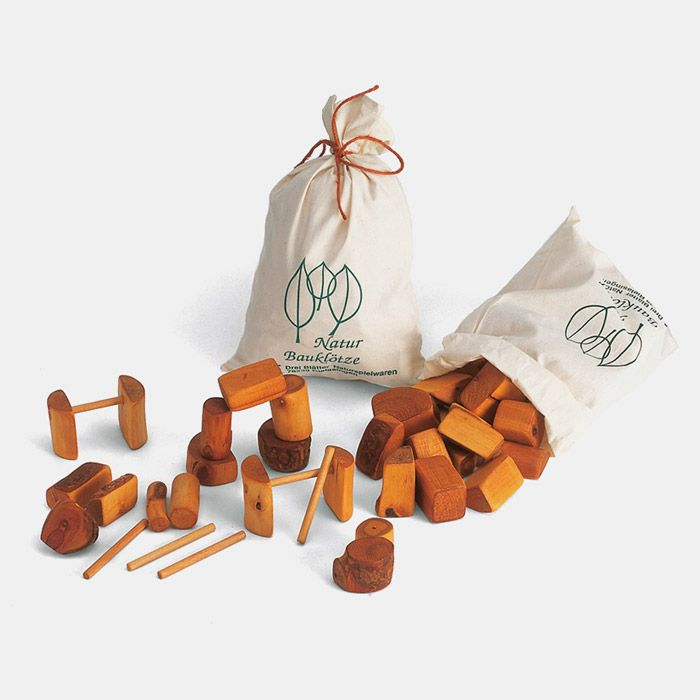 Natur-Bausteine aus verschiedenen Hölzern im Stoffbeutel von Drei Blätter | Holzspielzeug, ökologisches und pädagogisch wertvolles Spielzeug
