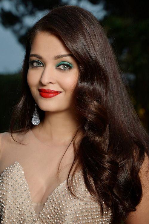 Cinema Style Aishwarya Rai Bachchan Close Up At Amfar Gala Aishwarya Rai Hairstyle Beautiful Bollywood Actress Beautiful Indian Actress