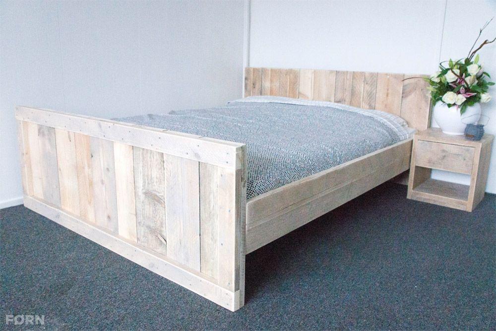 Dit steigerhouten bed is een aanwinst voor elke slaapkamer. Het bed ...