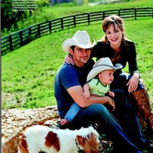 Country singer Brad Paisley, family and Holla! | Celebrity ...  Country singer ...