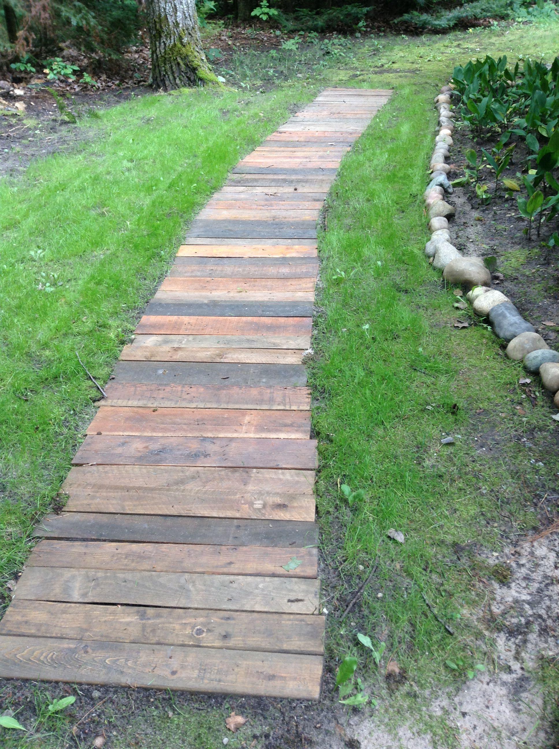 Garden walk way using reclaimed wood from pallets ...