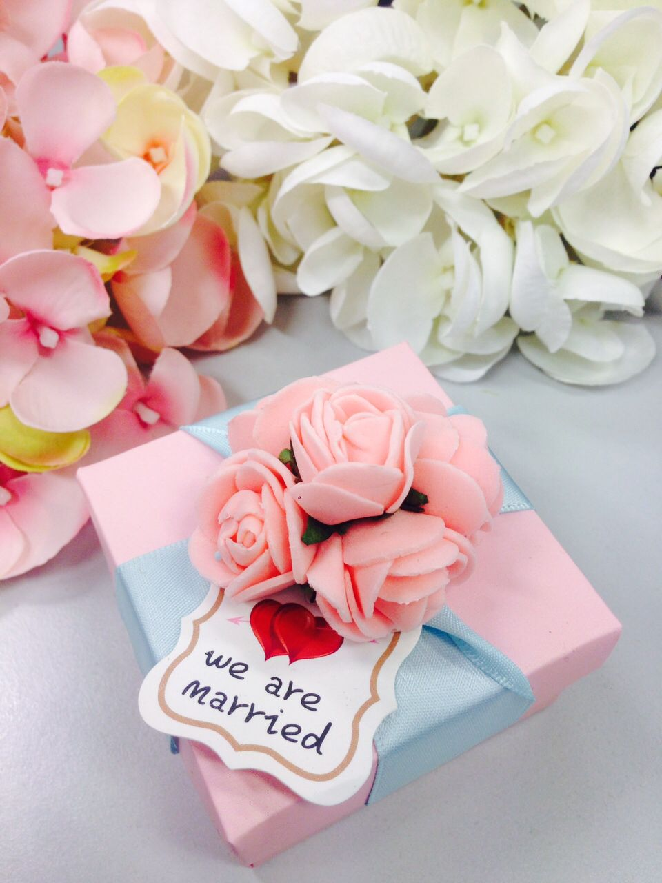 Beautiful wedding flower paper box! Feel free to msg me if you are ...