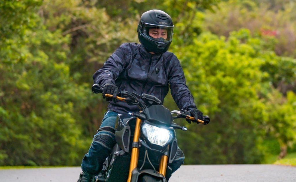 Sena+Momentum+Smart+Motorcycle+Helmet+keeps+you+connected+on+the+road | Smart  motorcycle helmet, Motorcycle helmets, Full face helmets