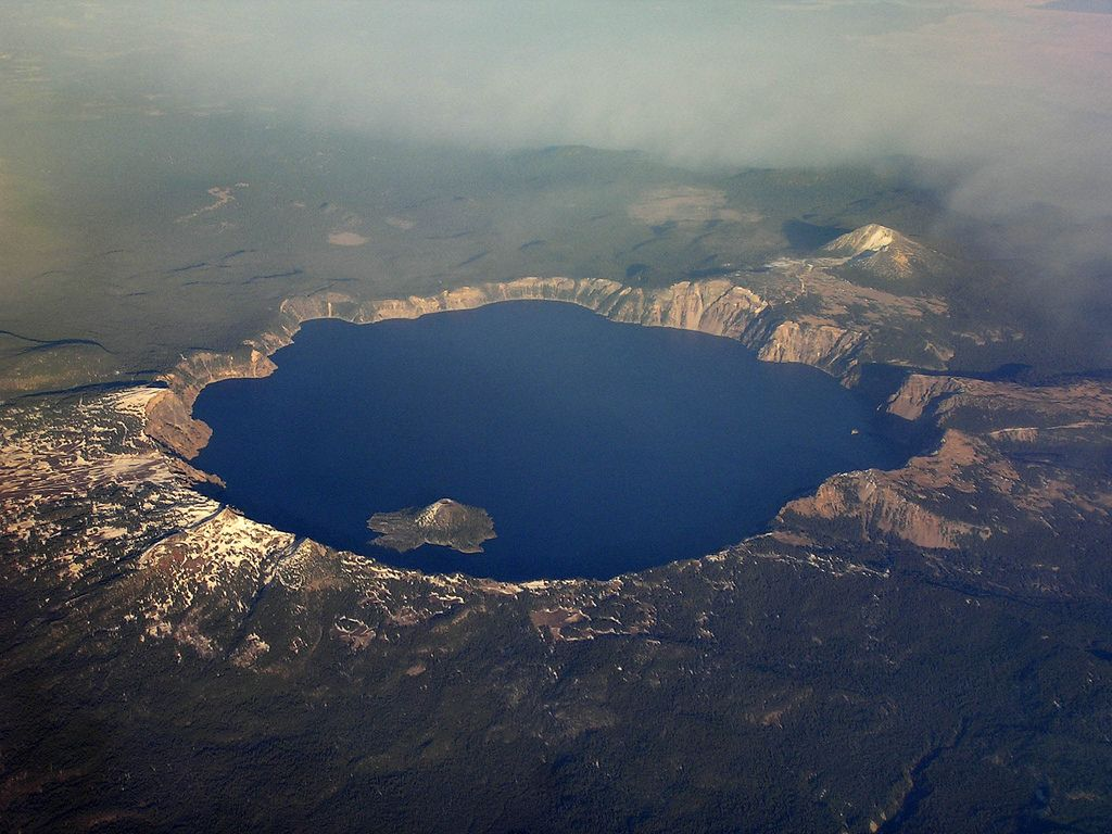 Craterlake With Images Places To Travel Airplane View Little Island