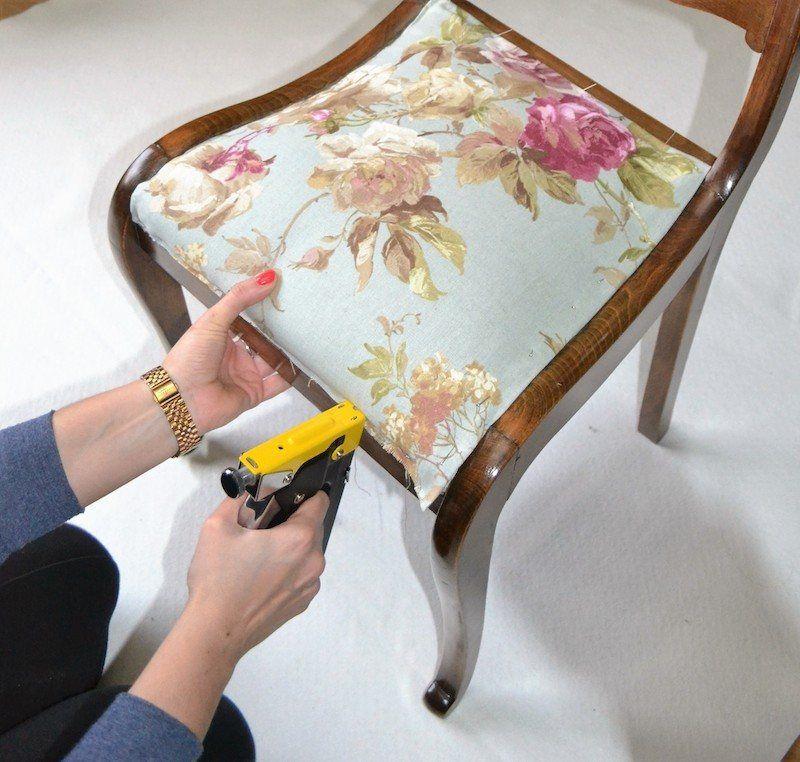Pin de dolores 1789 lopez en bricolage pinterest tapizar silla tapizado y sillas - Como tapizar una silla con respaldo ...