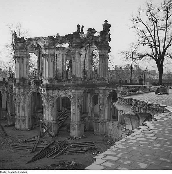 Ruins Of The Zwinger Palace Wall Pavillion In 1945 Germany Castles Dresden Germany Carpet Bombing