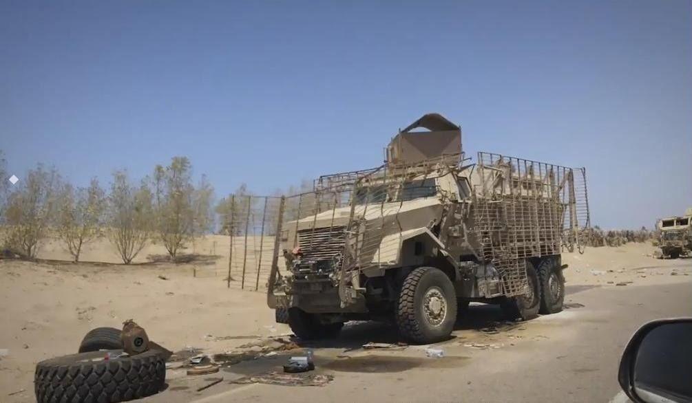 Destroyed Uae Armoured Vehicles And Mraps On The West Coast Of Yemen Nimr Ajban 450 420 International Maxxpro Plus And Fotografia Noturna Noturno Fotografia