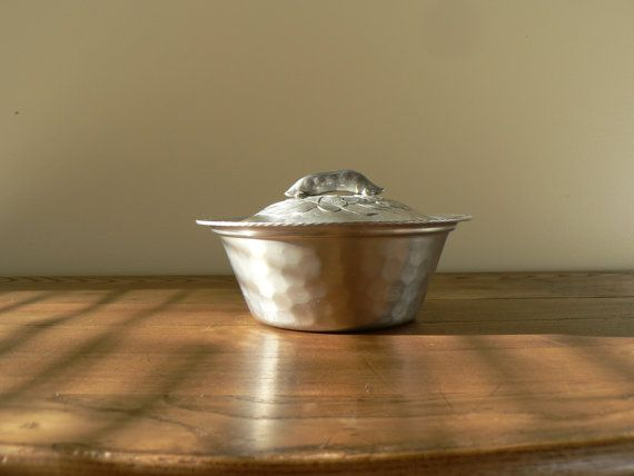 Hey, I found this really awesome Etsy listing at https://www.etsy.com/listing/252150659/vintage-aluminum-pea-pod-covered-serving