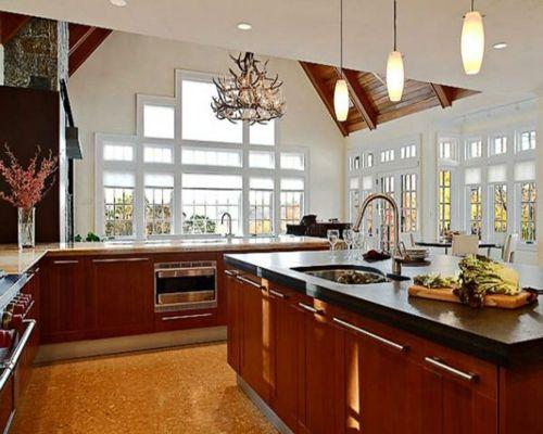 100 küchen designs möbel arbeitsplatten und zahlreiche einrichtungslösungen kücheninsel design pendelleuchten fenster hell