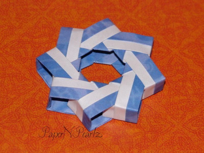 Martin Sejer Andersen's #origami #alpha #centauri #ring. 3D Modular ring made from 8 modules  #modular #papernpearlz #origamiindia #paperfolding #origamilove #DIY #modularorigami