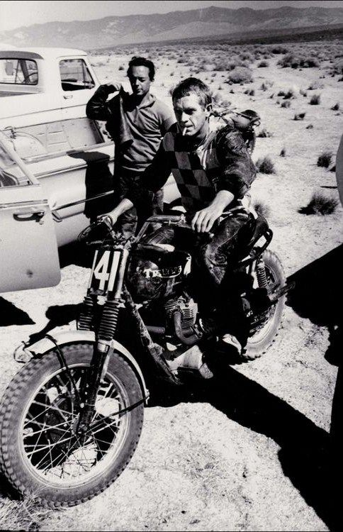 smokes triumph and steve mcqueen cool bike. Black Bedroom Furniture Sets. Home Design Ideas