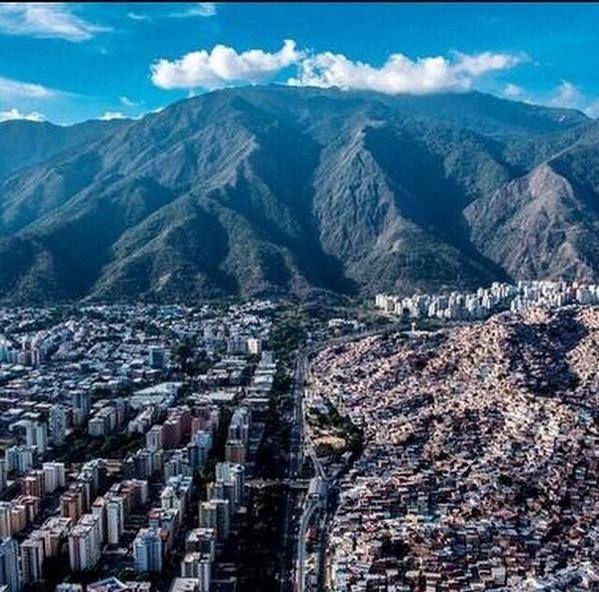 Caracas La Urbina-Petare, photo Renato Yanez
