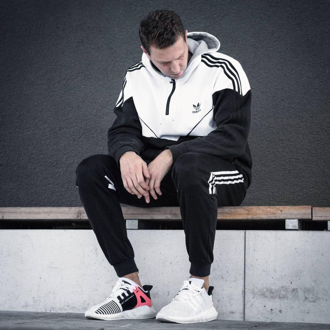 2,011 Likes, 72 Comments Sneakers & Streetwear (@shoebertt