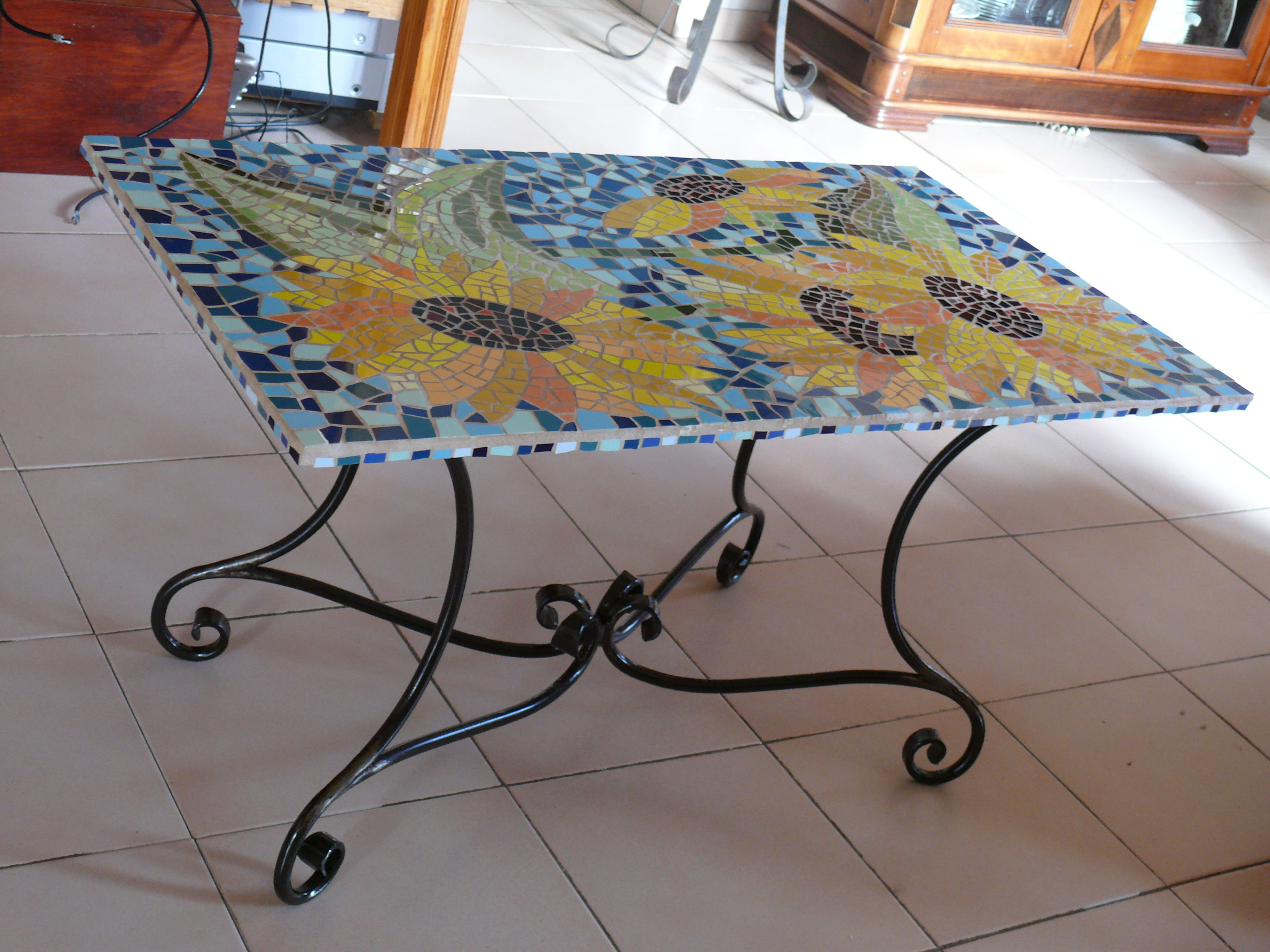 table basse en mosa que et ferronnerie mosaq by bibi. Black Bedroom Furniture Sets. Home Design Ideas