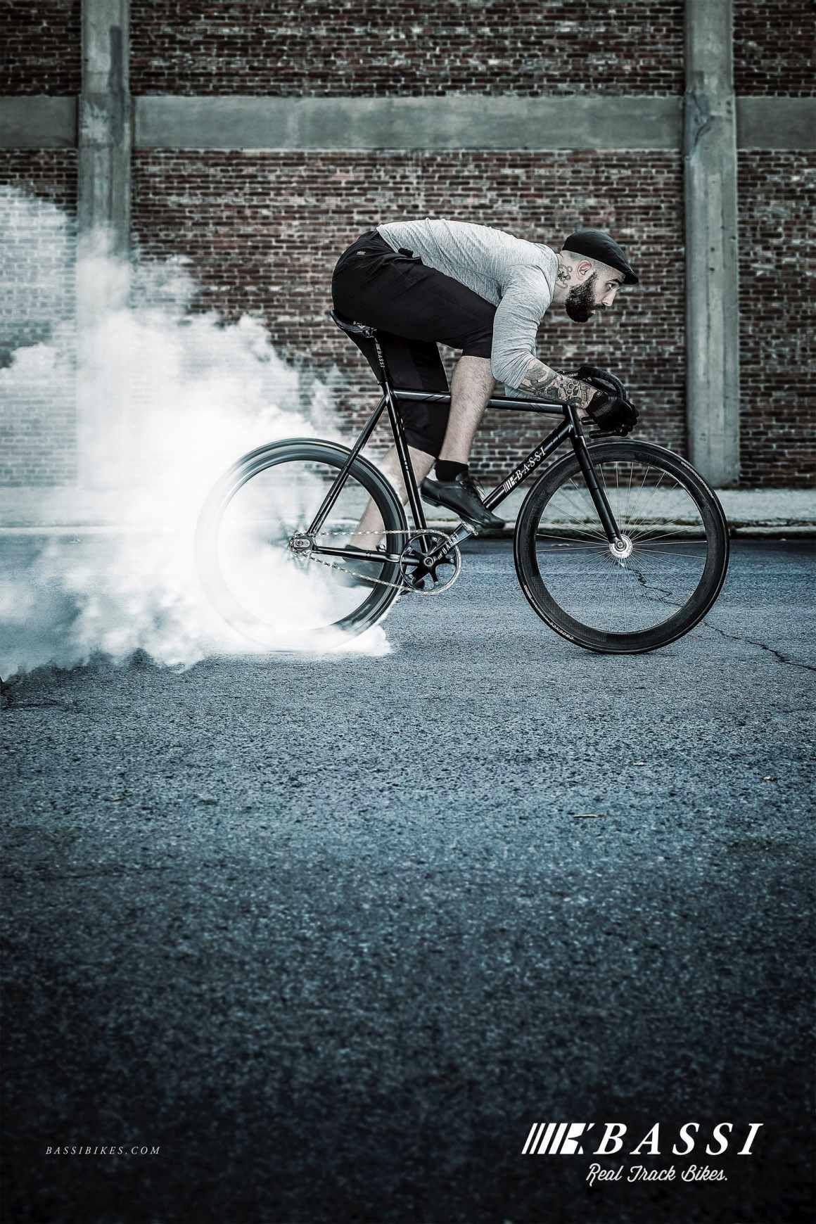 Bassi Bikes: Burn #ads #marketing #creative #Print Ads #publicidad gráfica. Entre en el fantástico mundo de elcafeatomico.com para descubrir muchas más cosas! #advertising