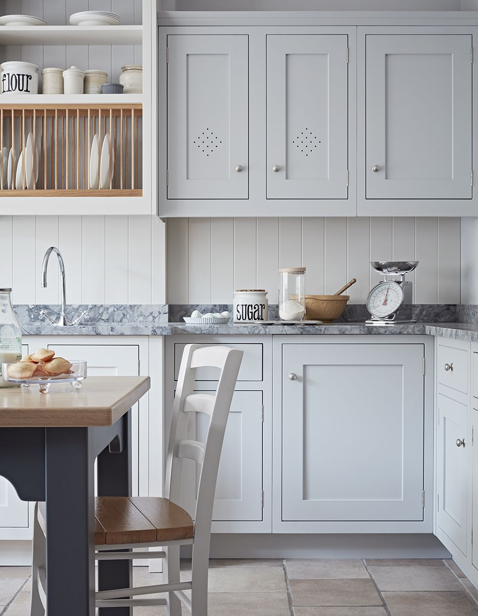 A classic Framed Shaker kitchen from John Lewis of Hungerford. This ...