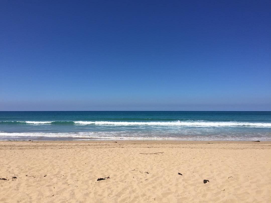 Reminds me of one of the default PowerPoint background  #lorne #lornebeach #bluesky #sandybeach #australia #aussiesummer #greatoceanroad #ignature #beach #magztravels by magz72 http://ift.tt/1IIGiLS