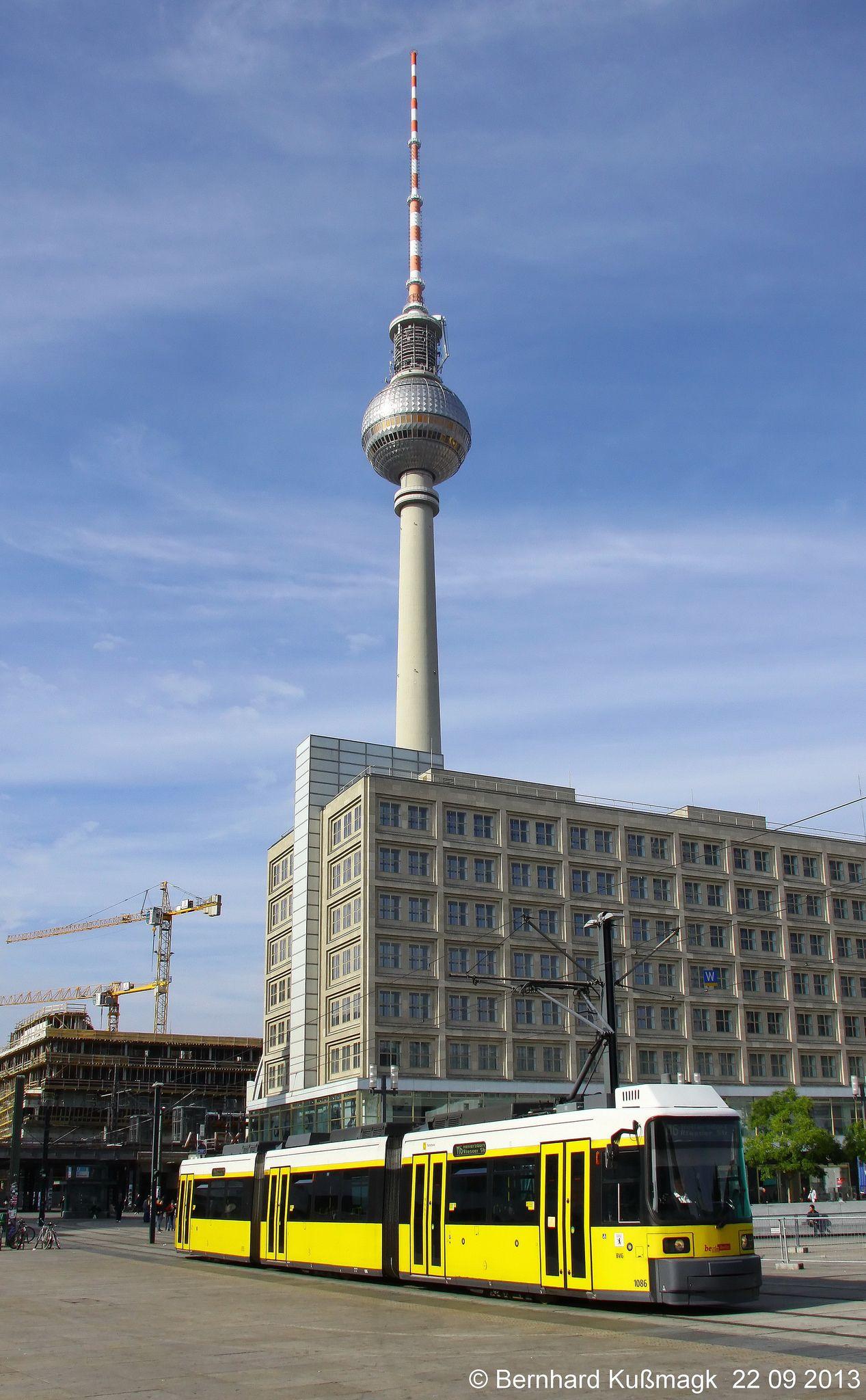 Europa Deutschland Berlin Mitte Alexanderplatz Light Rail Public Transport Bay Area Rapid Transit