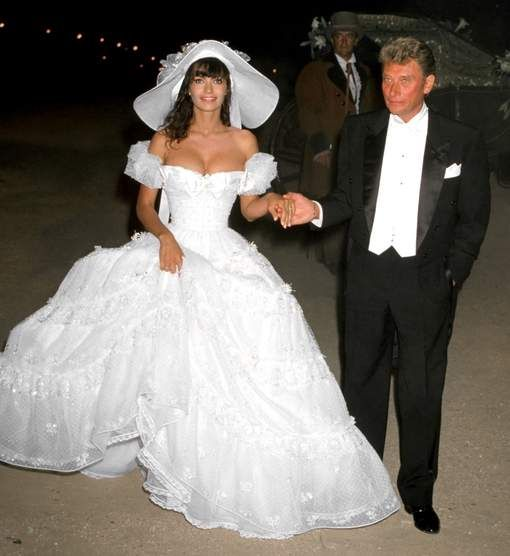 le 9 juillet 1990 elle se marie une premi re fois ramatuelle avec johnny hallyday qui est un. Black Bedroom Furniture Sets. Home Design Ideas