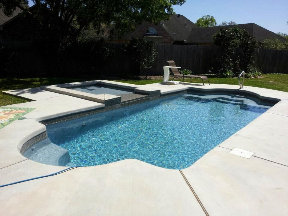 Central Pools Inc 12 X 28 Hydra With Tanning Ledge
