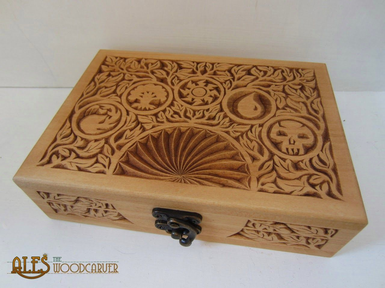 Mtg card box foliage design chip carved in basswood