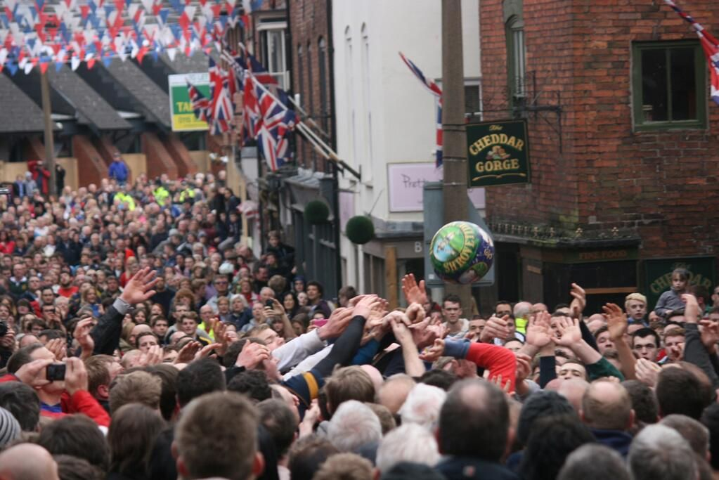 Some more #shrovetide photos from today to follow pic.twitter.com/POPF1BCIFx www.paddockhousefarm.co.uk #shrovetide #ashbourne #accommodation